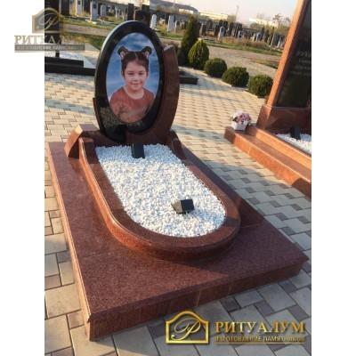 Памятник из цветного гранита №4 — ritualum.ru